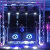 Truss cage, 4 led beams, haze machine, 4 moving heads